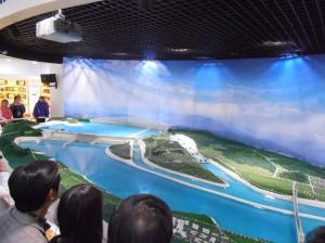 Une maquette du barrage